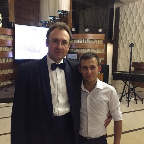Русский и армянский фокусник