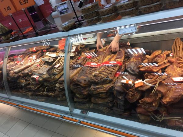 Мясной отдел в черногорском магазине