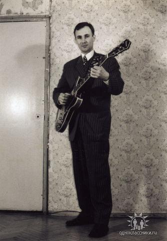 Гагарин с гитарой, 2003 год.