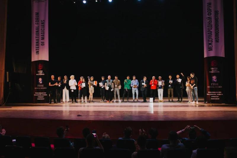 """Организаторы, жюри и призеры МФИ-2021 на сцене КЗ """"Измайлово"""""""