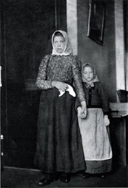 Photo06-RussianSisters-250