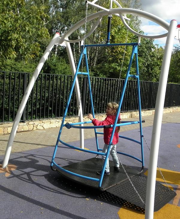 особые дети- парк-качели3