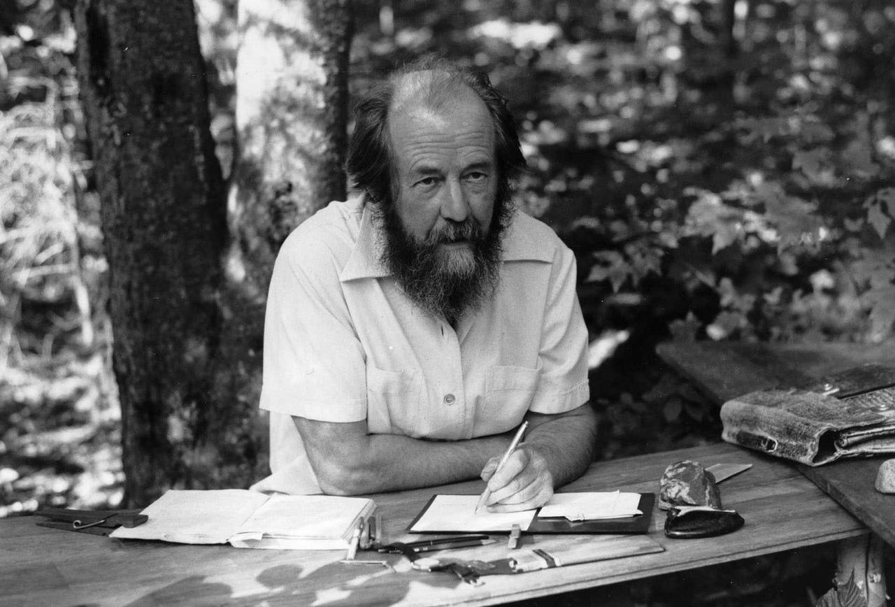 20181119-Завтра! 20 ноября в 15-00 приглашаем в Самарскую областную научную библиотеку на открытие выставки «Солженицын в контексте истории России»