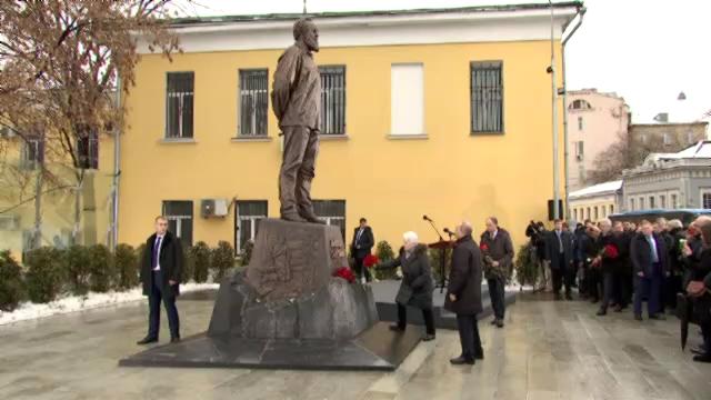 52-В Москве открыт памятник Александру Солженицыну - Президент России