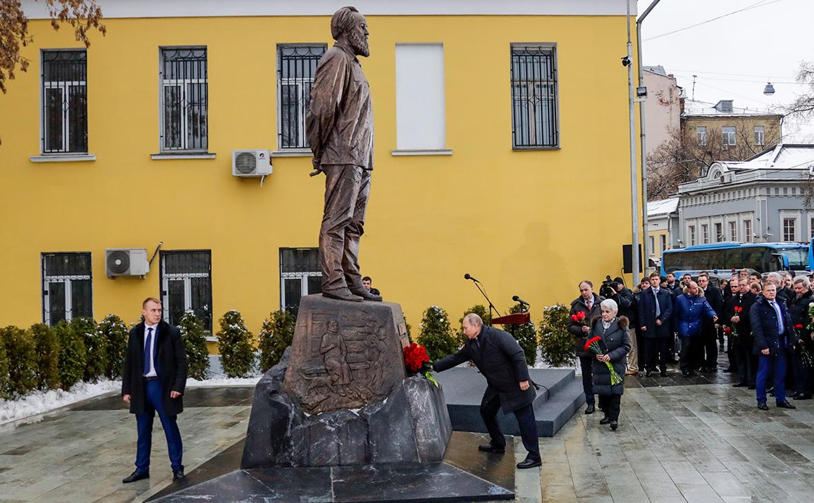 20181211_18-21-В Москве открыли памятник Солженицыну