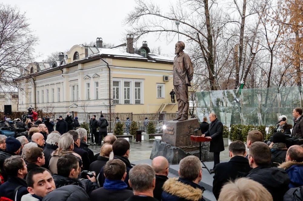 20181211-03-Путин открыл памятник Солженицын