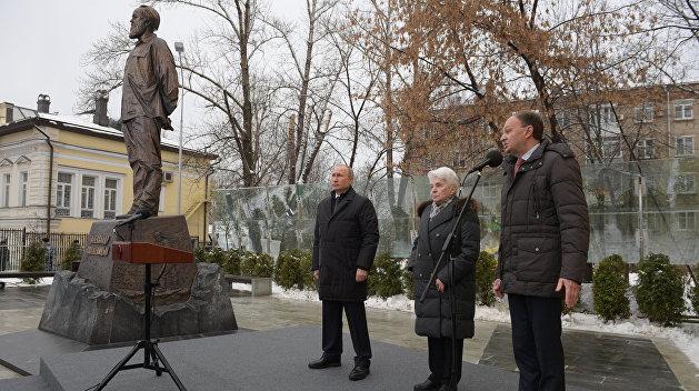 20181211_17-53-Владимир Путин открыл памятник Солженицыну
