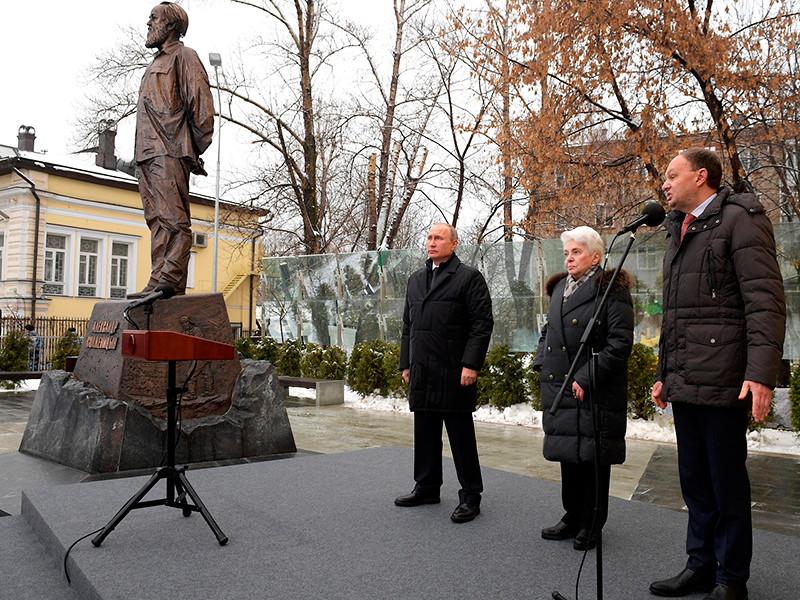 20181211_14-28-Памятник Солженицыну открыли в Москве к столетию писателя-pic1
