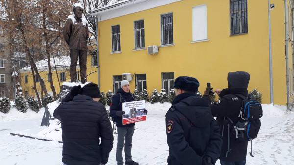 20181222_17-53-Противники концепта Солженицына протестуют у его памятника в Москве-pic2