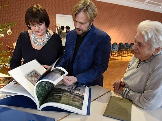 20190105_13-02-Наталья и Ермолай Солженицыны посетили выставку во владимирских Палатах