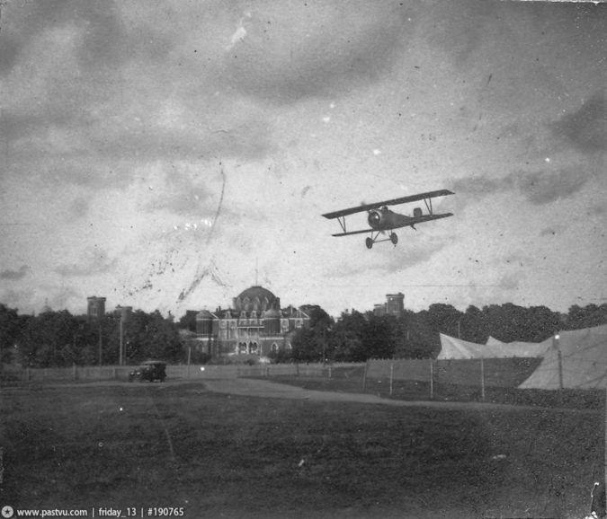20150302_19-05-Аэроплан заходит на посадку над Ходынским полем, 1918 год
