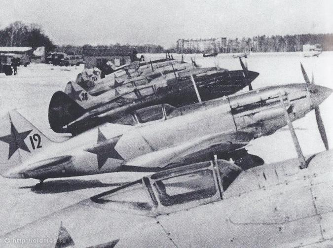 20150302_19-05-Боевые машины готовятся к вылету с Ходынского поля, 1942 год