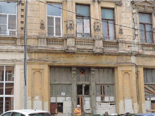 20190406_12-17--Высадят деревья, поменяют плитку- стелу «Освободителям Ростова» могут лишить статуса охраняемого памятника