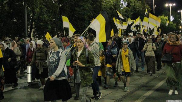 20190717_14-22-Крестный ход с царебожниками и медийными олигархами прошел в Екатеринбурге-pic1