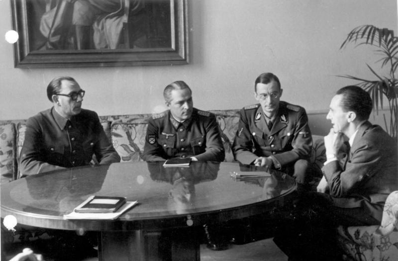 Встреча с Геббельсом. На снимке первый слева — А. А. Власов, второй слева — Г. Н. Жиленков, крайний справа — Геббельс