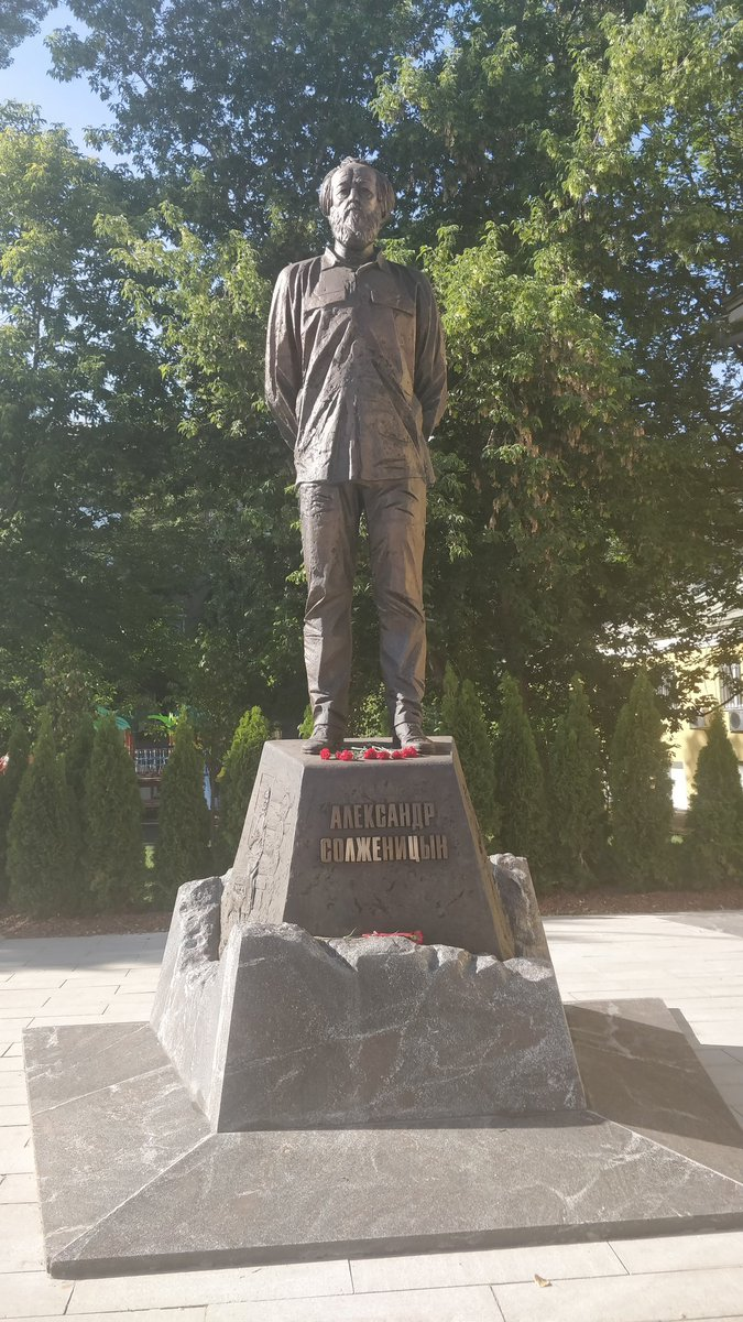 20190620_23-47-Изящную коррекцию надписи на памятнике Солженицыну обозвали актом вандализма-pic3
