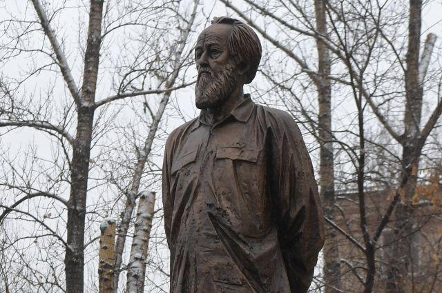 20190621_13-53-Неизвестные повредили памятник Солженицыну в Москве-pic1