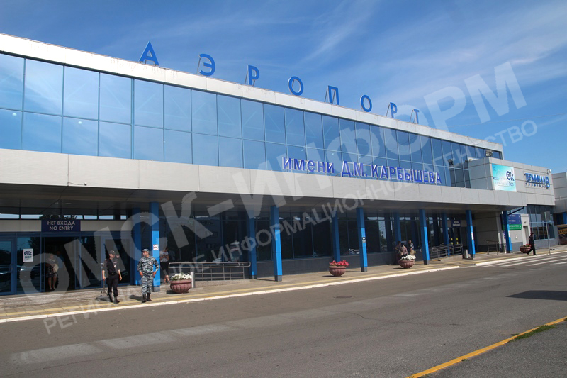 20190812_12-11-Имя Карбышева появилось на здании Омского аэропорта-pic1