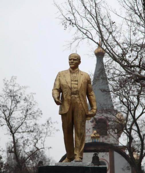 20190813_00-09-В Красноперекопске власти хотят снести памятник Ленину, а жители против-pic1