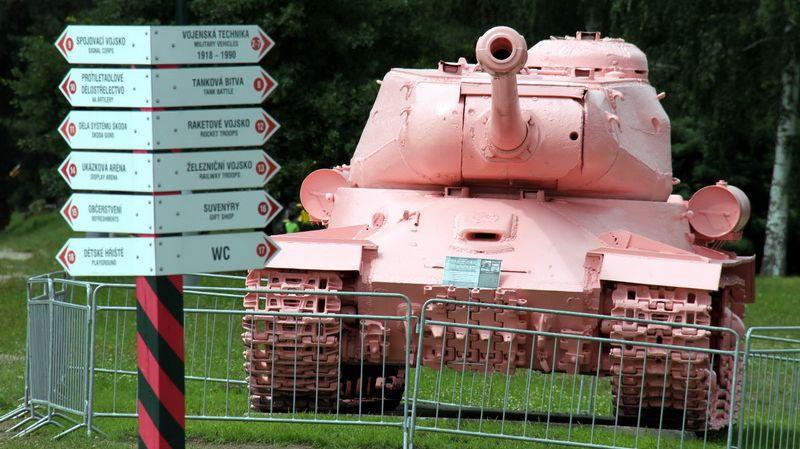 20190825_01-32-Чешский чиновник- маршал Конев хорошо бы смотрелся рядом с розовым танком-pic1