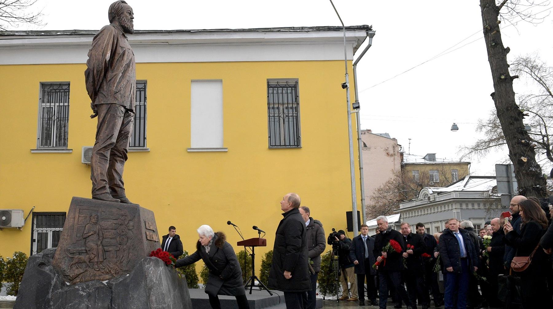 20181211_14-01-Путин открыл памятник Солженицыну в Москве-pic1