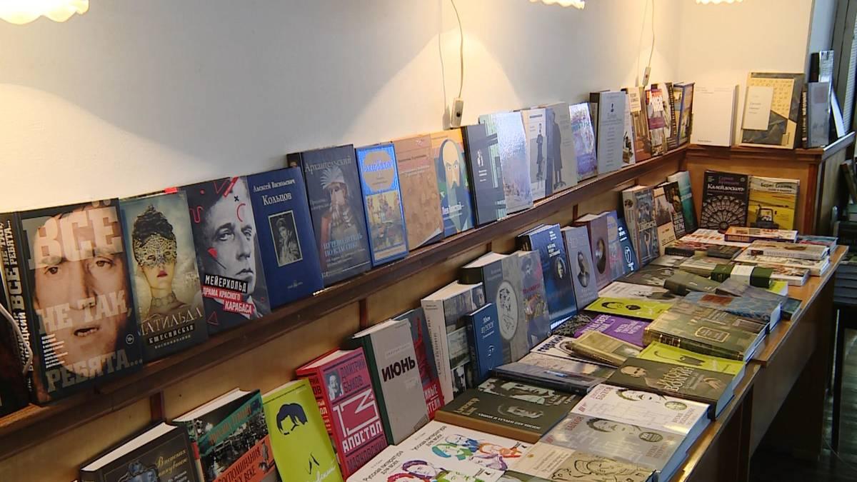 20190920_17-24-Дом русского зарубежья подарил столичной библиотеке более 300 новых книг-pic1