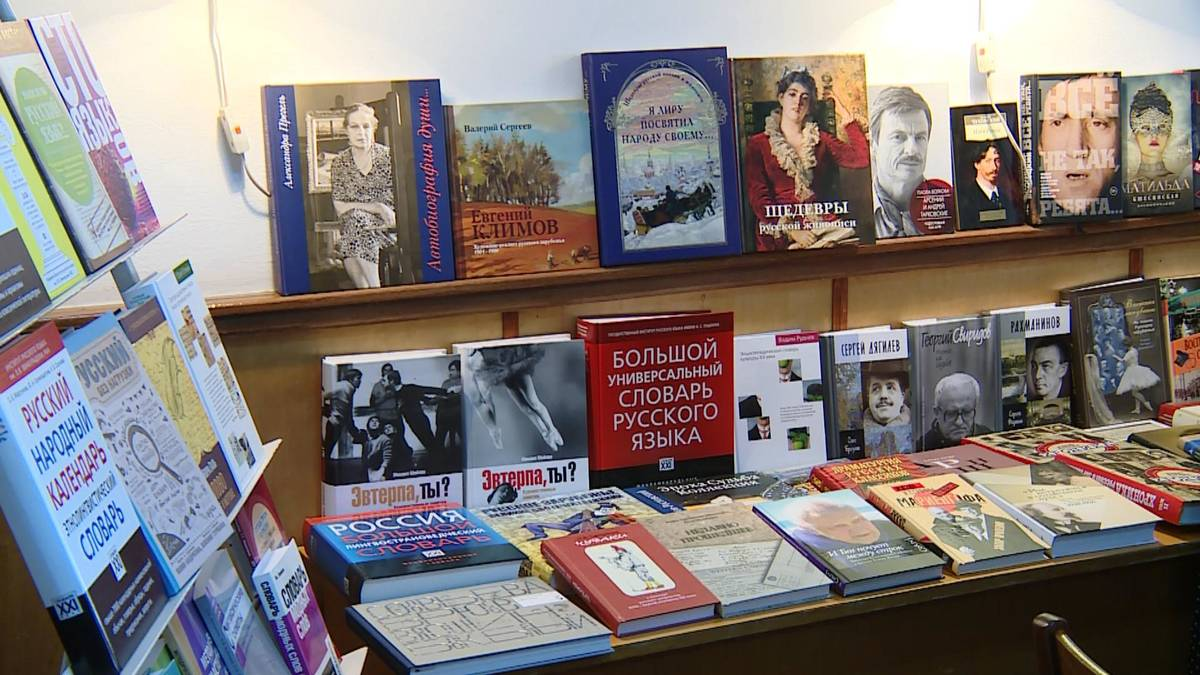 20190920_17-24-Дом русского зарубежья подарил столичной библиотеке более 300 новых книг-picA