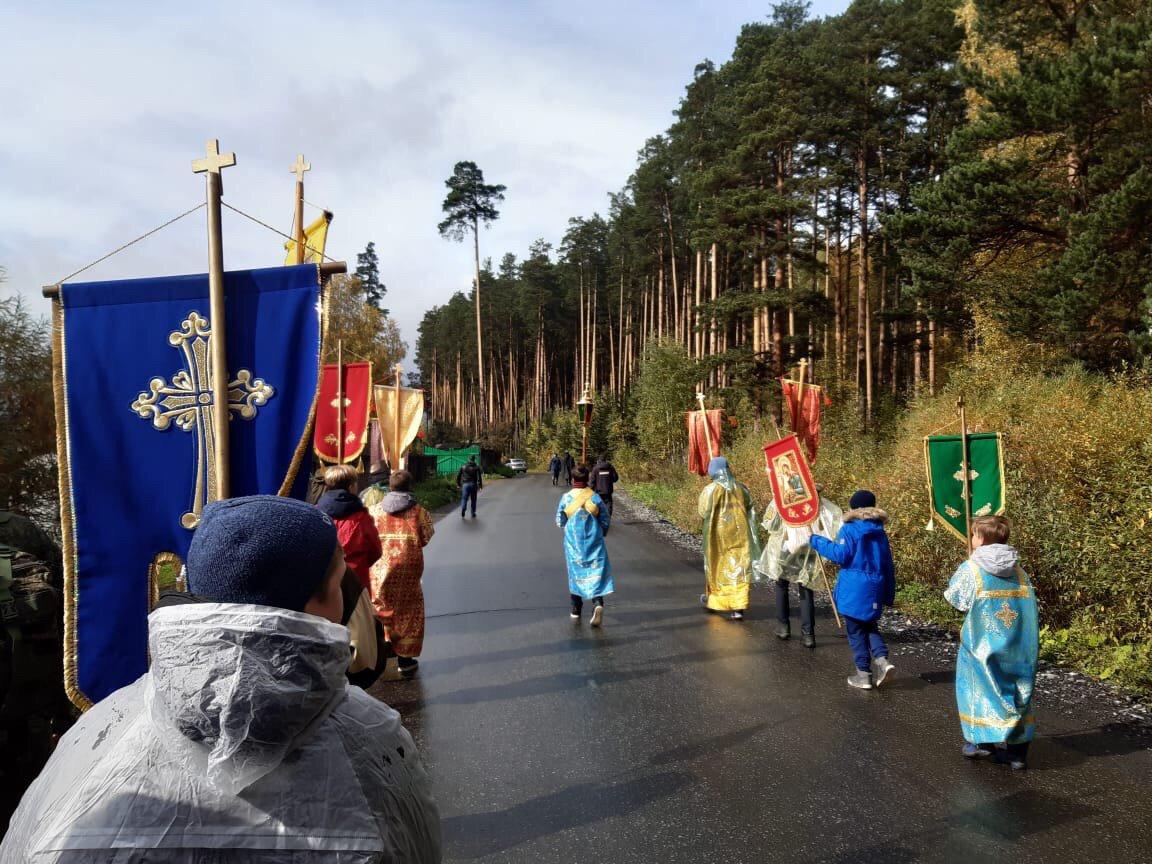 20190922_19-16-Детский крестный ход в Екатеринбурге раскритиковали в соцсетях. Но сделали это зря-pic1