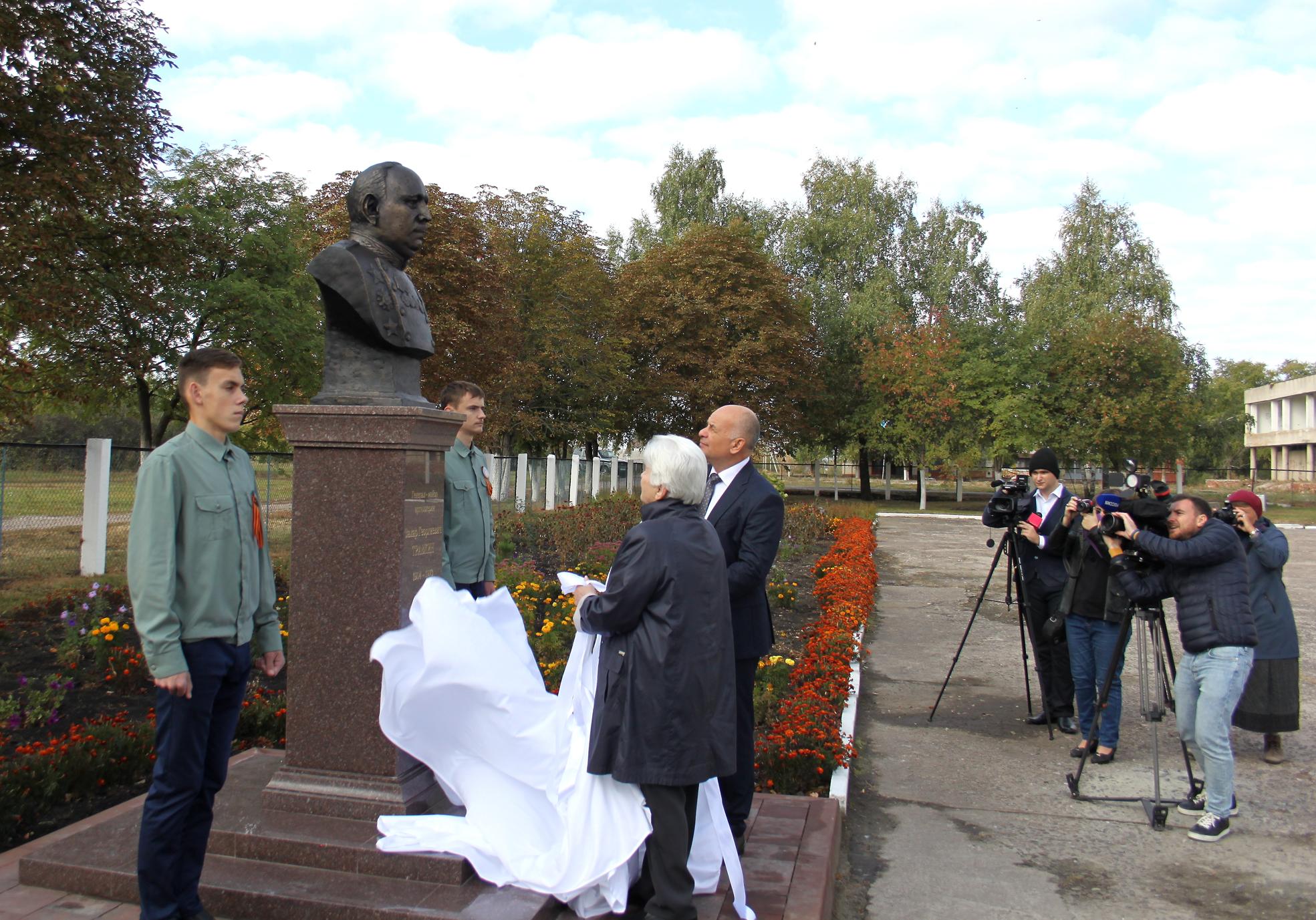 20190924-В Горшеченском районе открыли памятник видному военному деятелю Захару Травкину-pic1