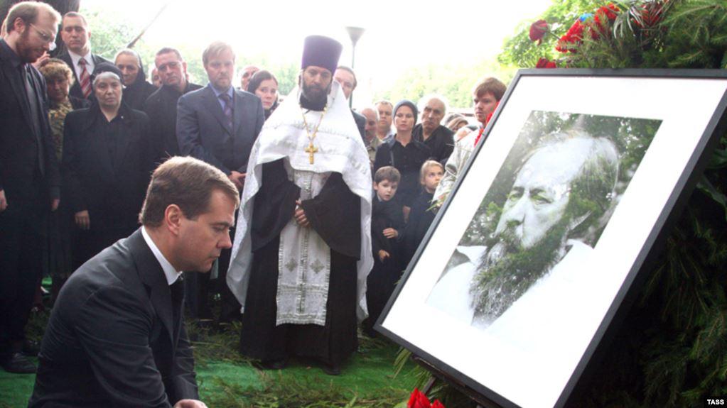 20080806-Похороны Солженицына прошли без речей-pic1