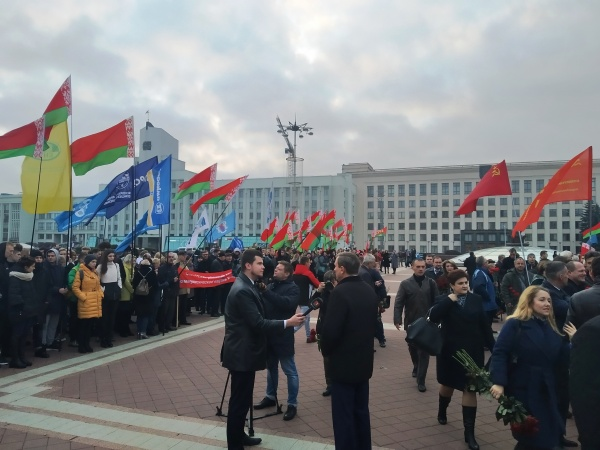 20191107_15-10-Злодеев и олигархов к стенке- годовщину социалистической революции отметили в Минске-pic3