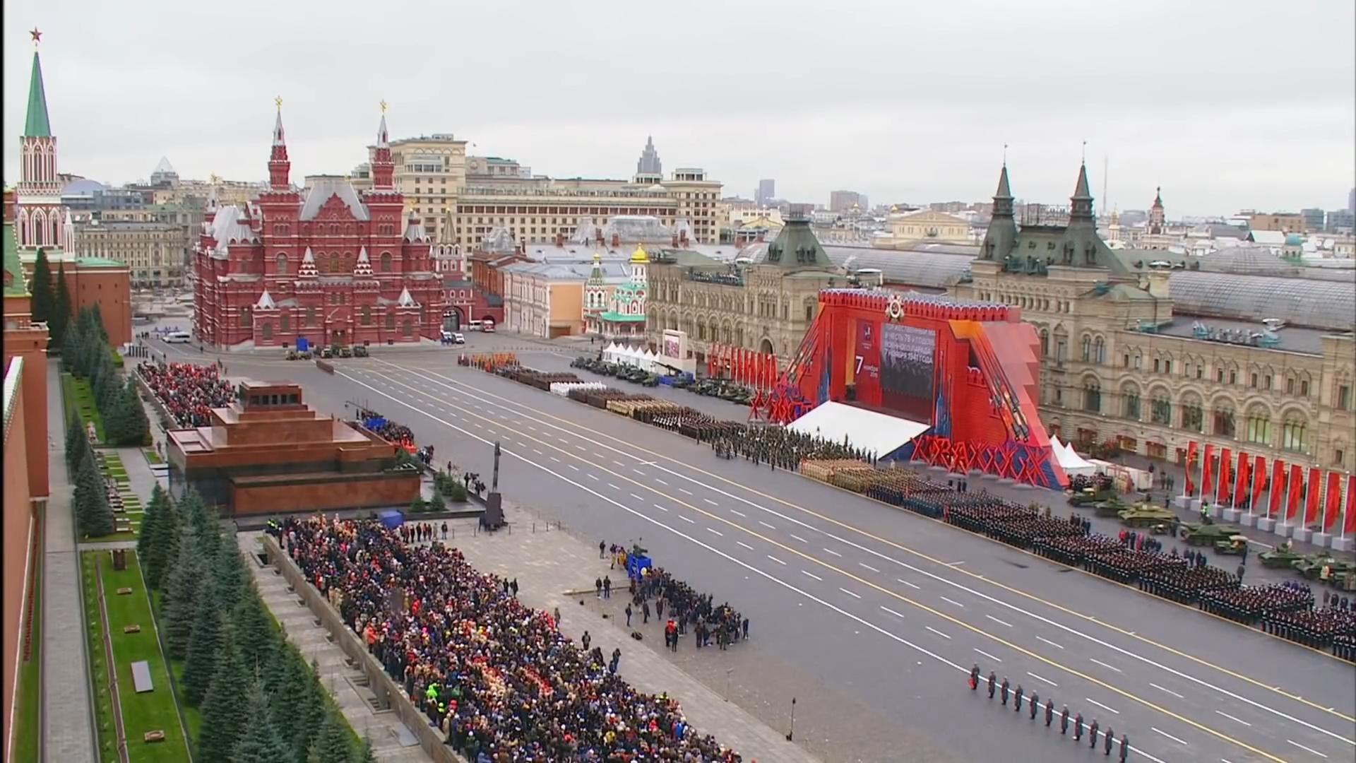00-Марш в честь годовщины парада на Красной площади 1941-го года в Москве. Прямая трансляция
