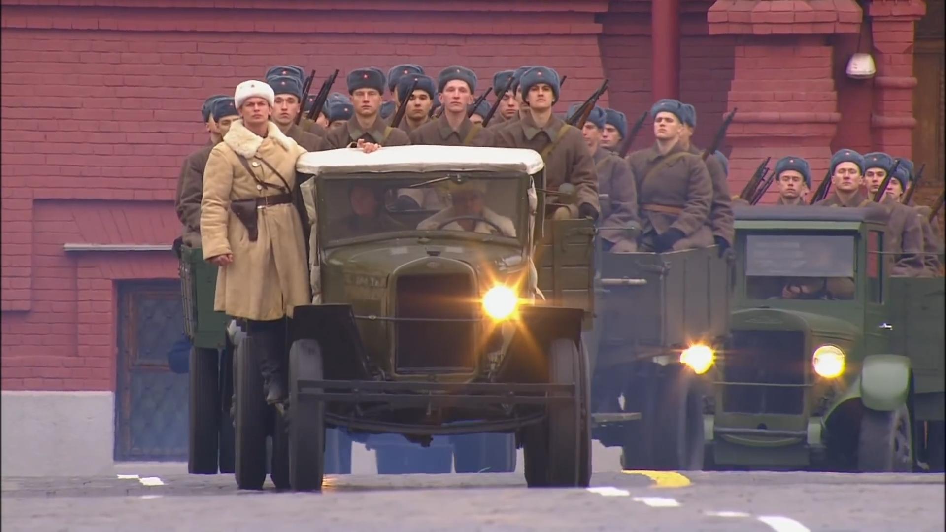 10-Марш в честь годовщины парада на Красной площади 1941-го года в Москве. Прямая трансляция