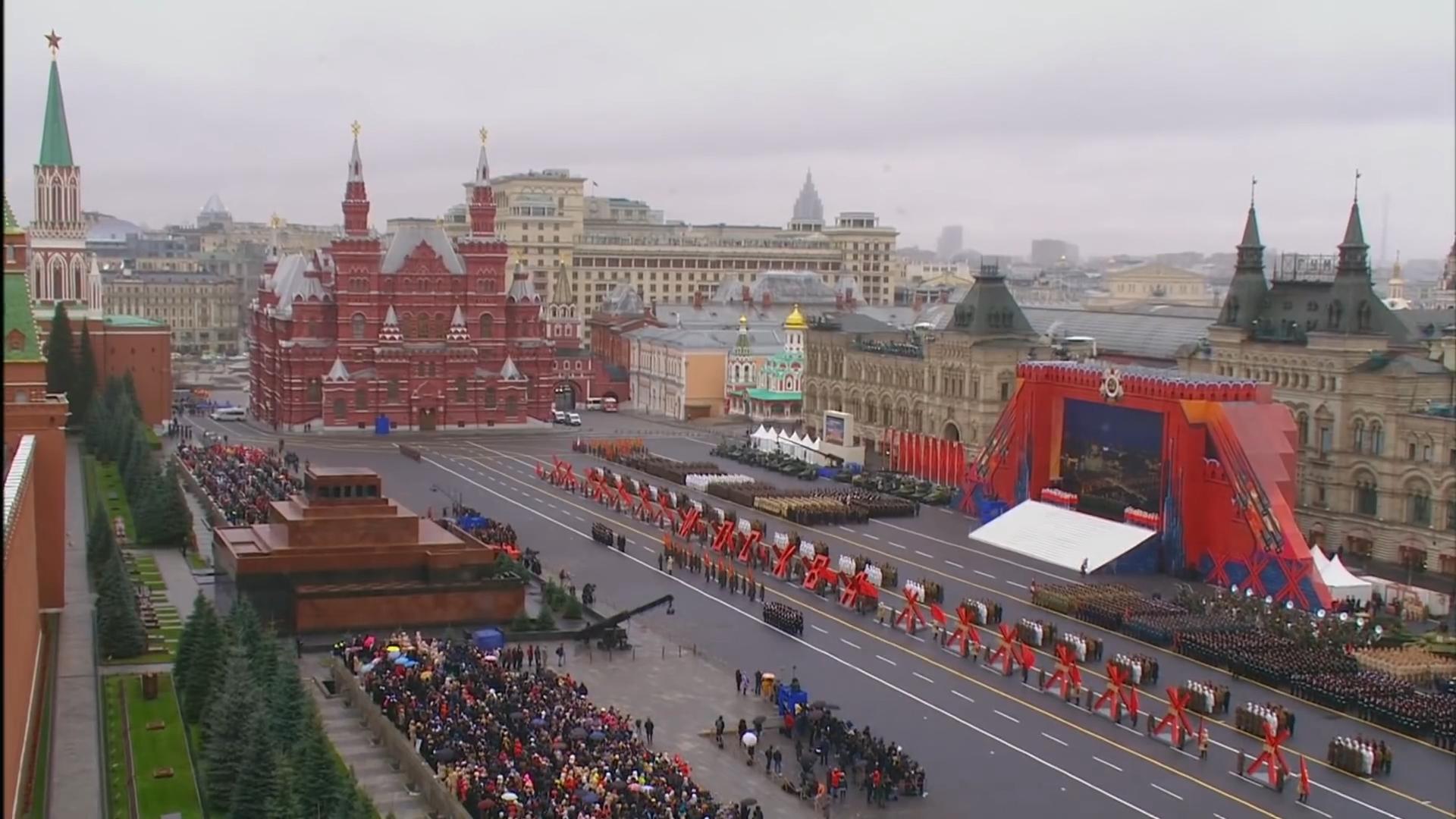 30-Марш в честь годовщины парада на Красной площади 1941-го года в Москве. Прямая трансляция