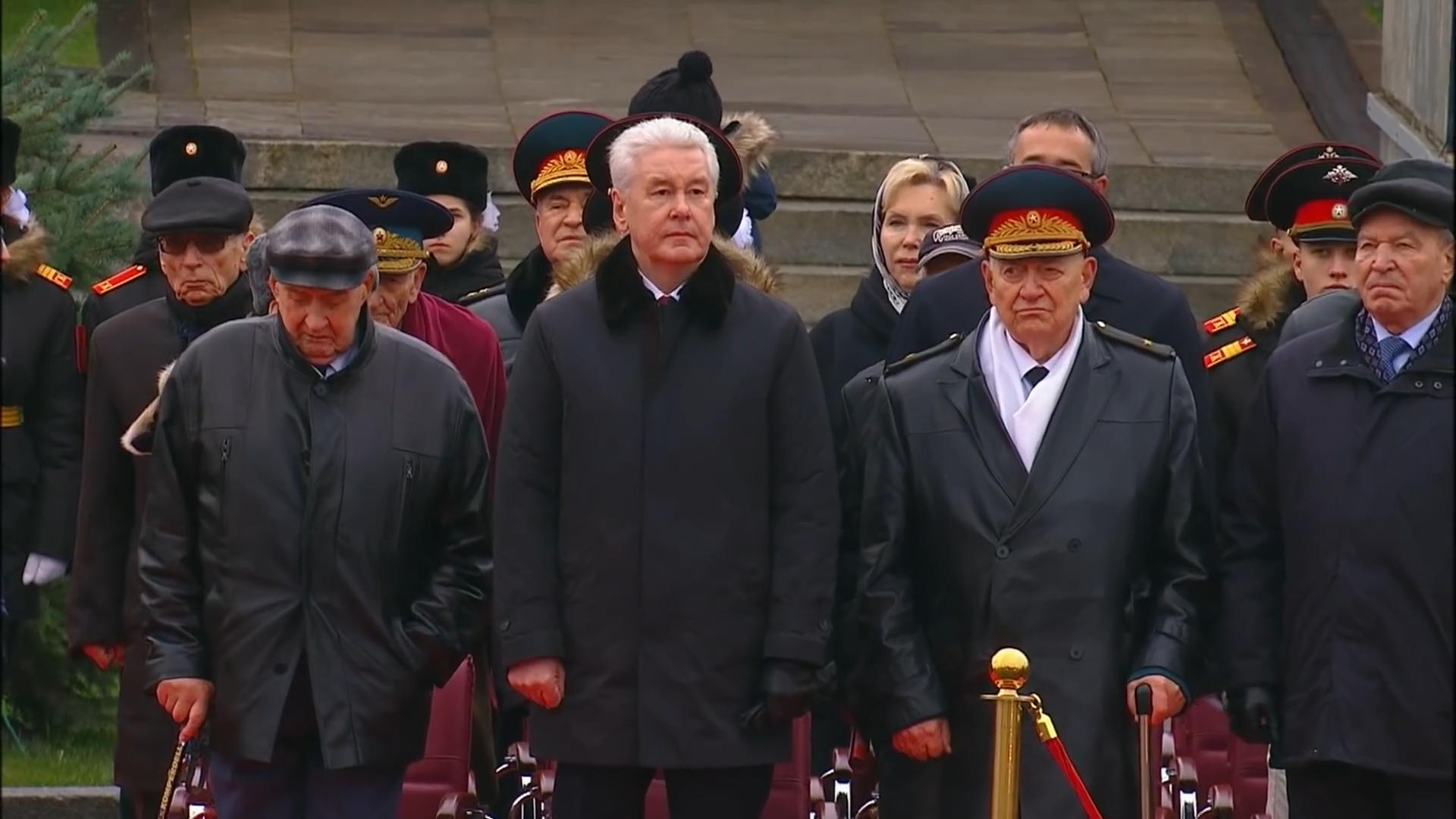 70-Марш в честь годовщины парада на Красной площади 1941-го года в Москве. Прямая трансляция