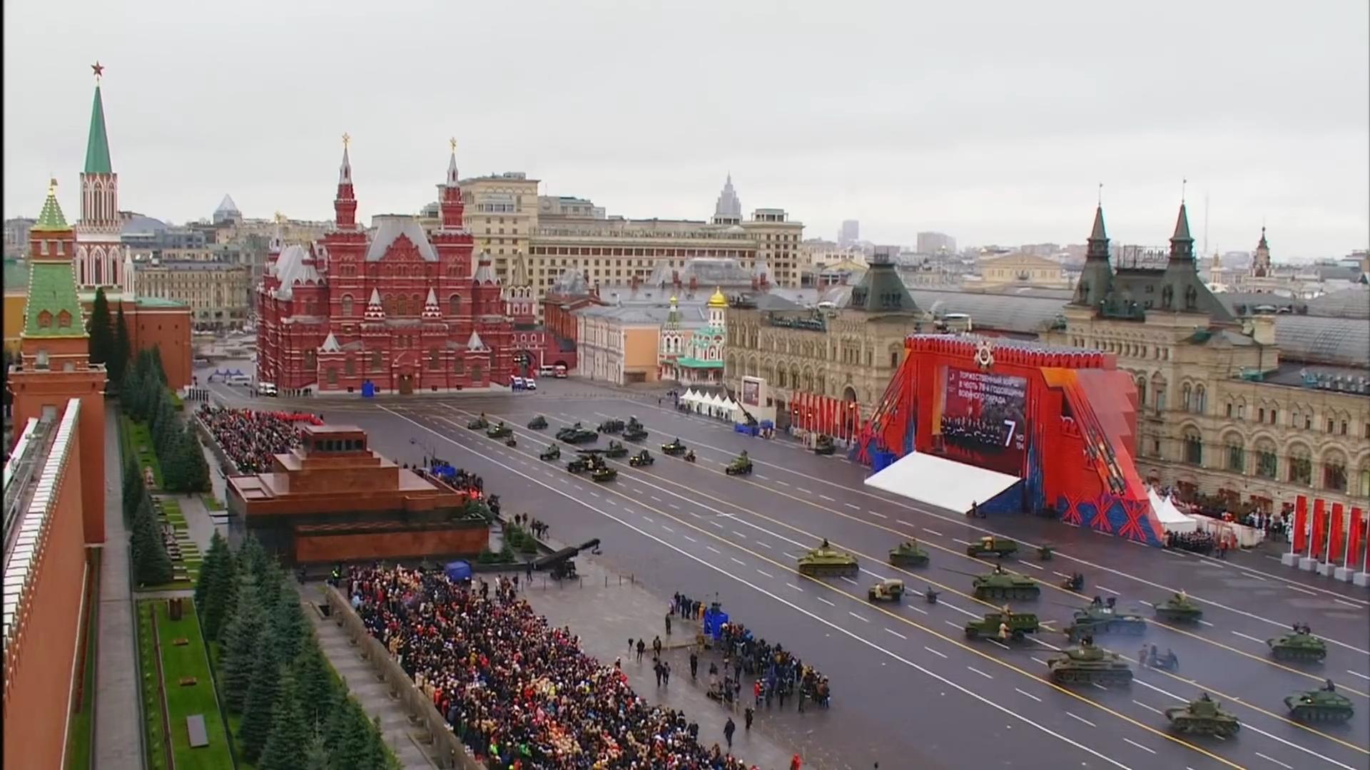80-Марш в честь годовщины парада на Красной площади 1941-го года в Москве. Прямая трансляция