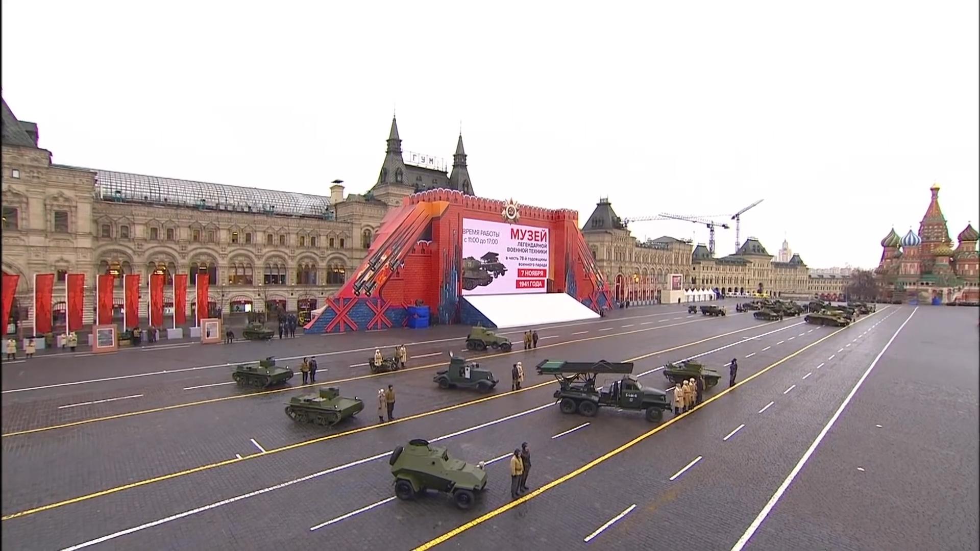 81-Марш в честь годовщины парада на Красной площади 1941-го года в Москве. Прямая трансляция