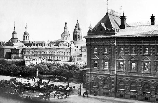 Вид на Воскресенскую площадь (площадь Революции), 1902 год
