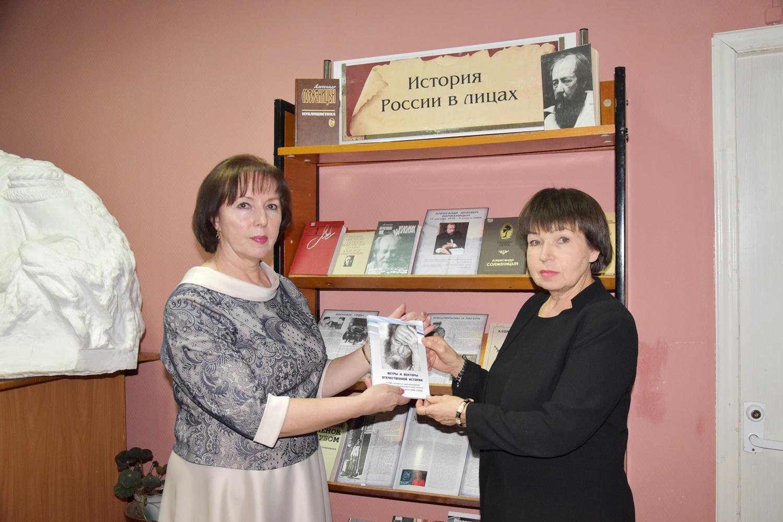 20190220_16-00-Сборник к 100-летию Александра Солженицына пришел к читателю-pic13