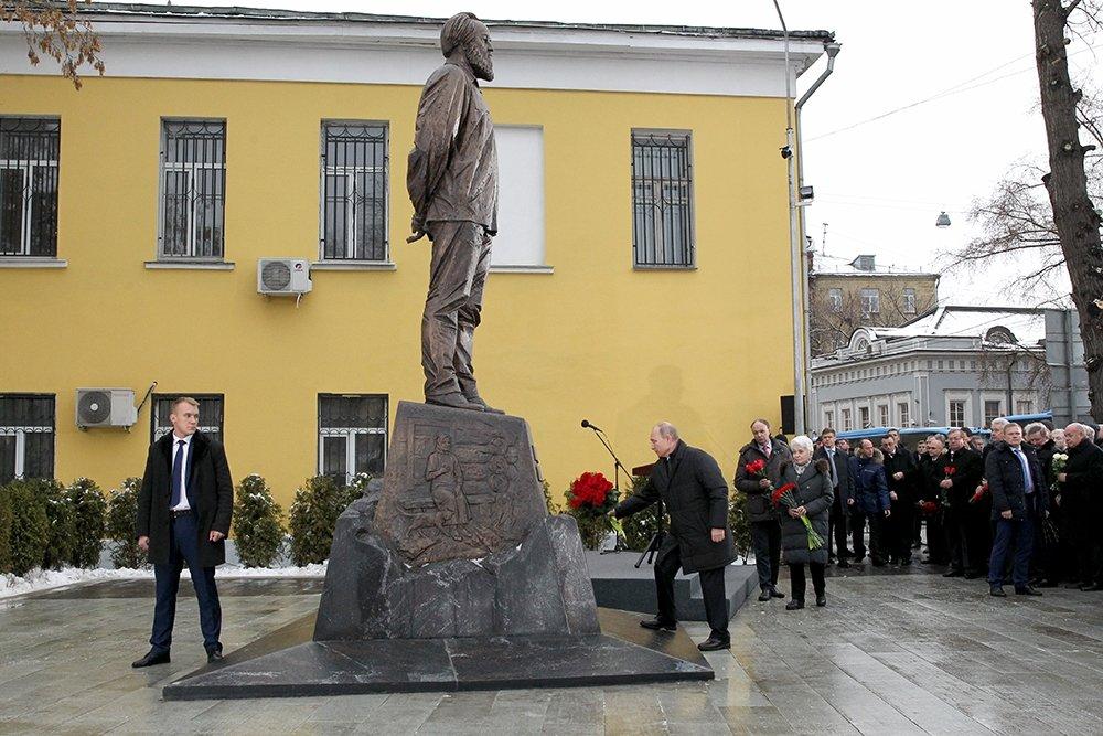 20181211-Путин открыл памятник Солженицыну