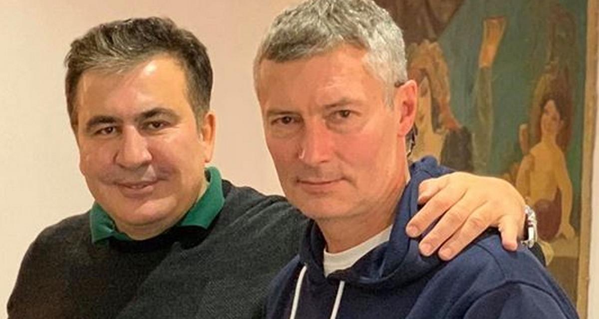 20200216-Экс-мэр Екатеринбурга с улыбкой позировал с убийцами русских-pic1