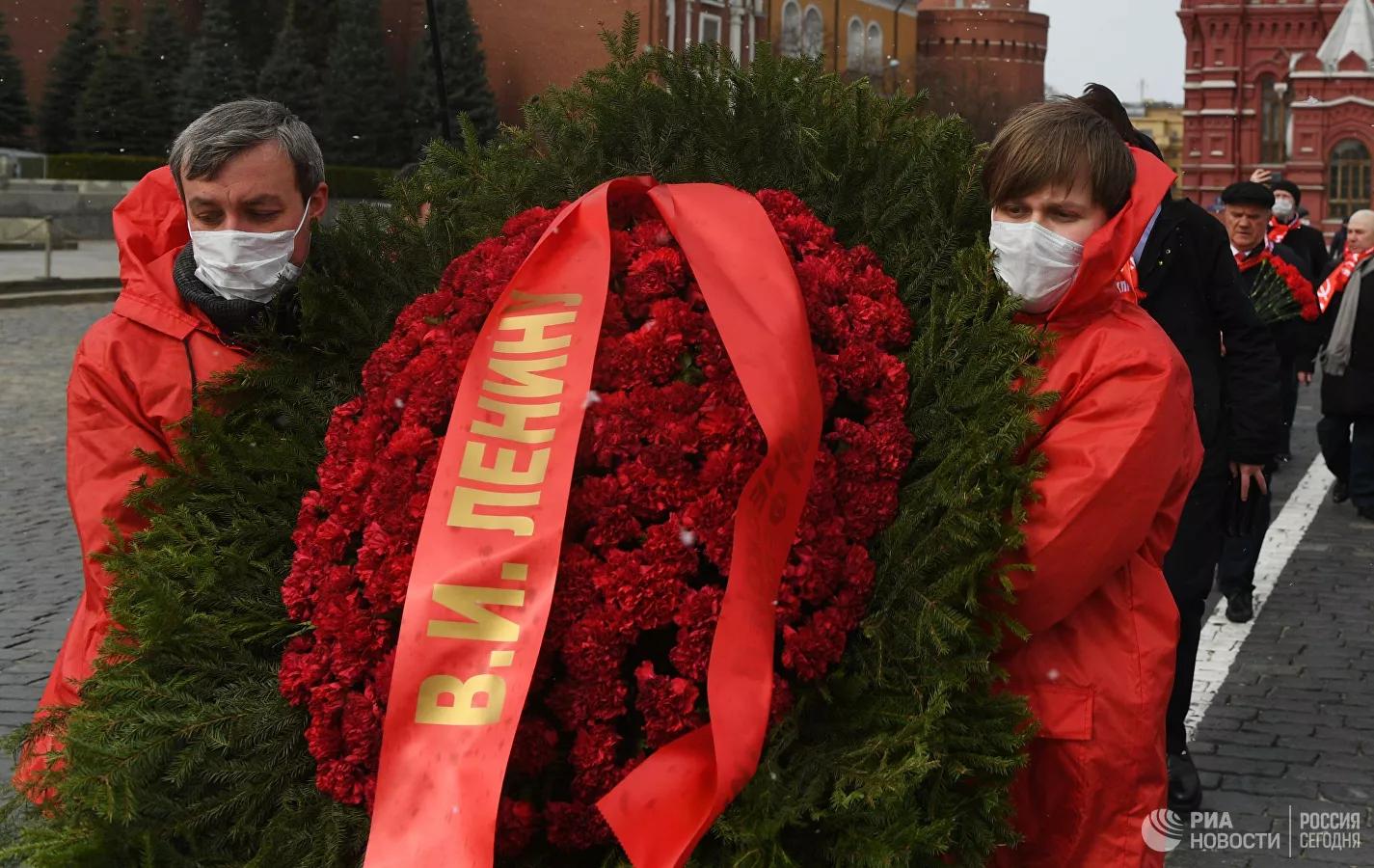 20200422_13-31-Члены КПРФ возложили цветы к Мавзолею-pic1