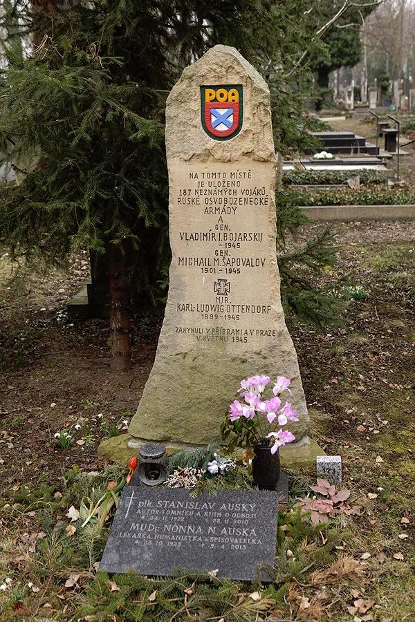 20200430-В Праге установлена памятная доска «власовцам»-pic01