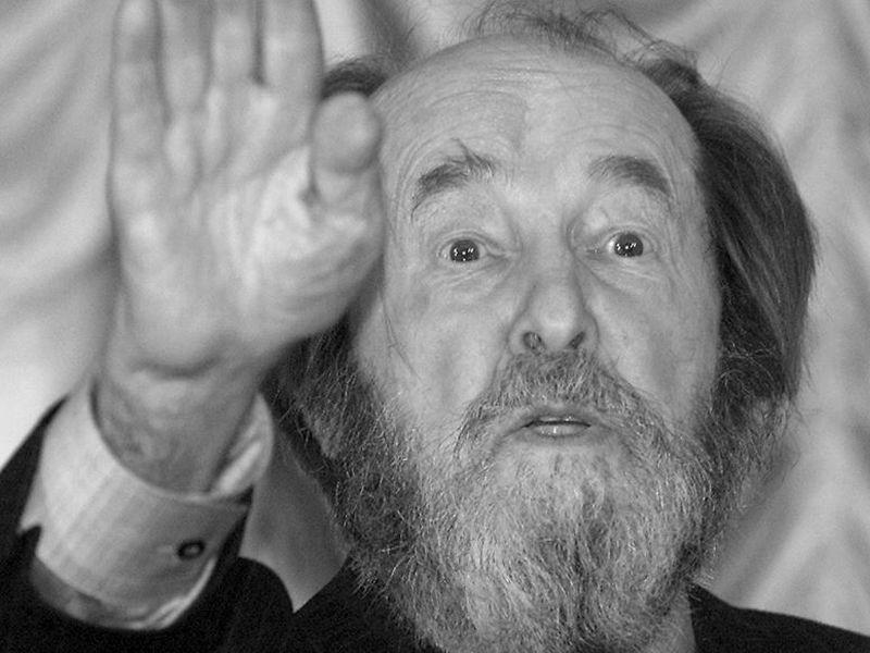 20200502_21-00-На вокзале в Воронеже расцеловывали антикоммунистическую икону Солженицына-pic1