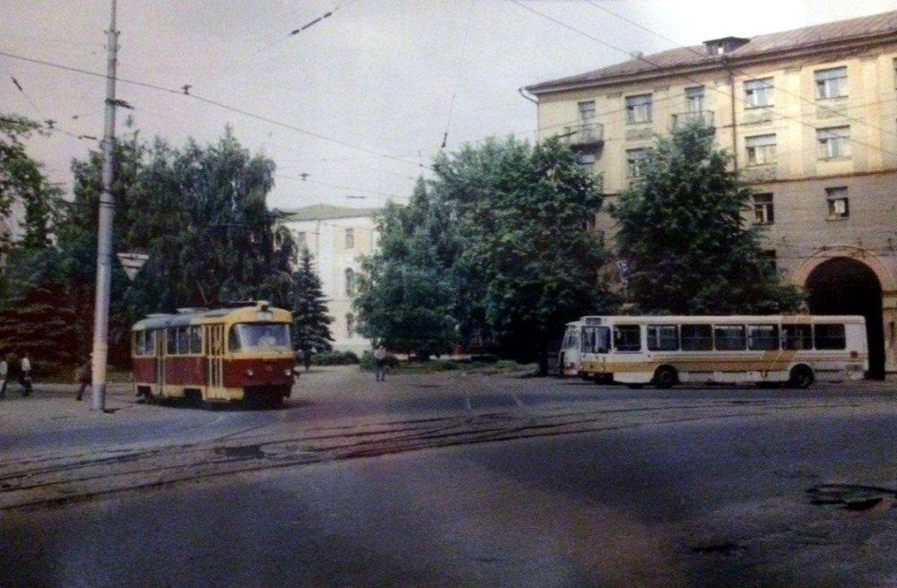 20200502_21-00-На вокзале в Воронеже расцеловывали антикоммунистическую икону Солженицына-pic2