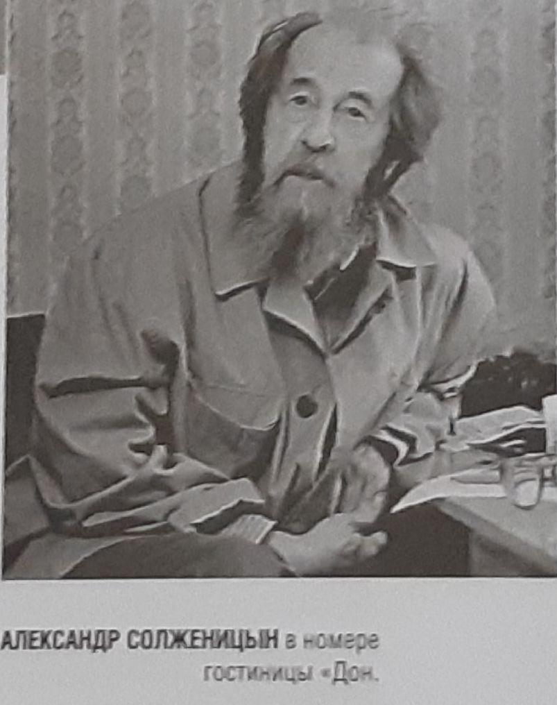 20200502_21-00-На вокзале в Воронеже расцеловывали антикоммунистическую икону Солженицына-pic3
