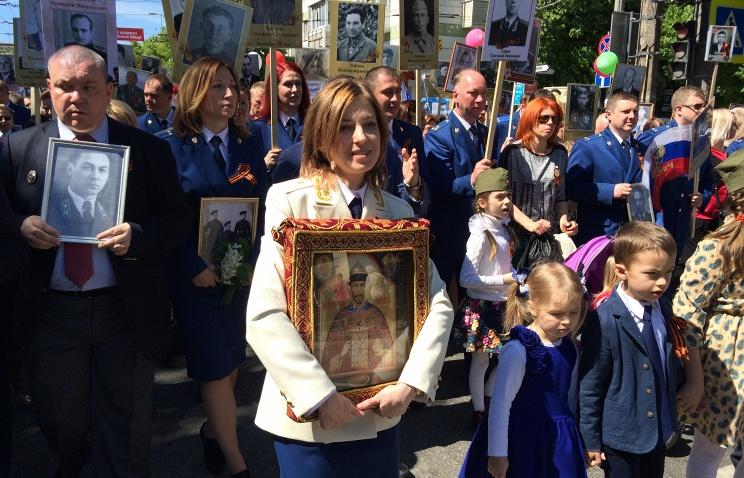 20160509_12-11-Наталья Поклонская пронесла в 'Бессмертном полку' икону Николая II
