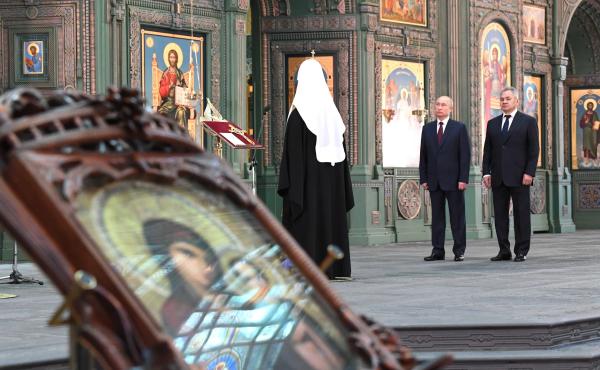 20200623-Странный памятник матерям победителей открыл сегодня Путин-pic1