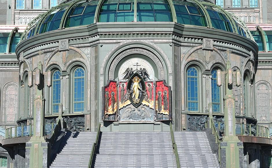 20200622-В День памяти и скорби Президент посетил главный храм Вооружённых Сил и музейный комплекс «Дорога памяти»-pic12