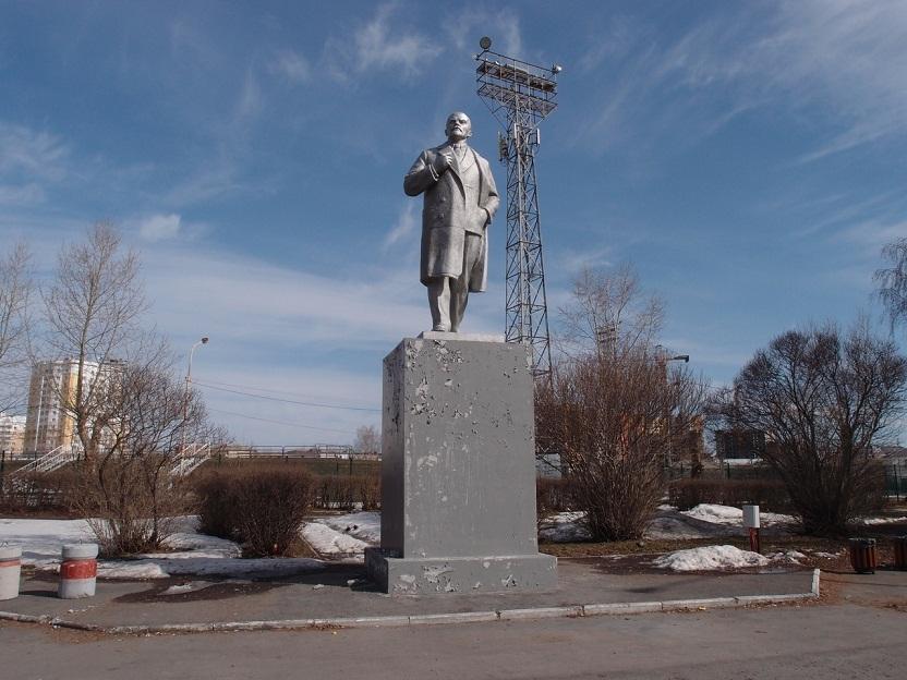 20200628_17-19-Как Ленин избавился от фастфуда. Обезличенный памятник в Верхней Пышме-pic08